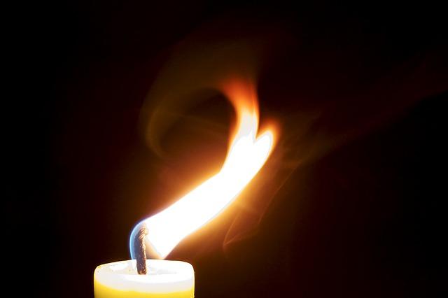 candle-929028_640