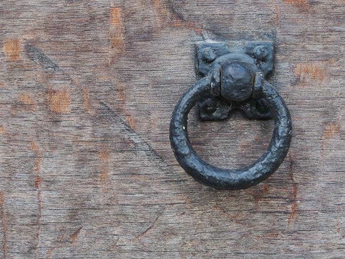 knocker-434294_1280